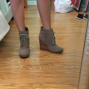 Steve Madden taupe booties